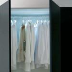 вградено осветление в гардероб